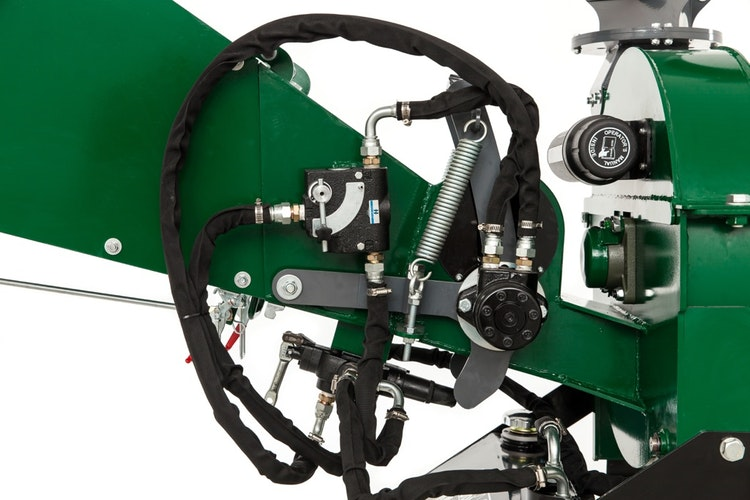 WC46 4″ PTO Wood Chipper Hydraulic Infeed System